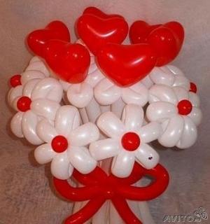 """Букет """"Белые ромашки с красными сердцами"""""""